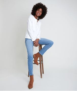 Picture of IVOIRE WHITE TOP WITH LACE COLLAR